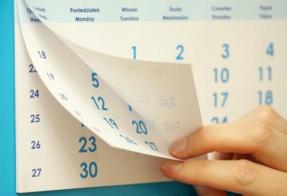 Ein Kalender wird umgeblättert