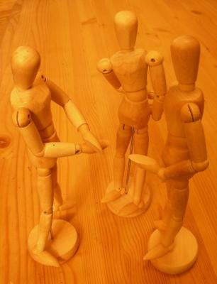 Gespräche unter Jugendlichen - Holzpuppengruppe